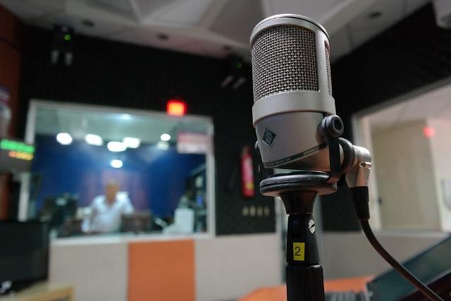 microphone-1562354_960_720 (640x427)